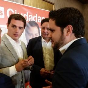 David Caballero acompaña a Albert Rivera durante su visita a la provincia