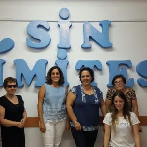 Eva María Crisol visita la sede de 'Sin Límites' para conocer la labor social de la asociación