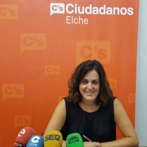 """Eva Crisol: """"Elche sigue siendo una ciudad inaccesible para las personas con movilidad reducida"""""""