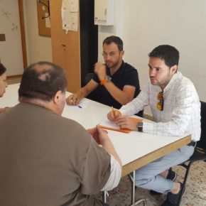 Ciudadanos mantiene un encuentro con la Asociación de Vecinos de Poeta Miguel Hernández para reclamar juntos mejoras en el barrio