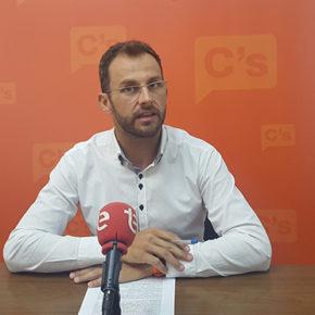 """Juan Antonio Sempere: """"La Consellería de Educación incumple con su propio plan y por eso los alumnos de Elche siguen teniendo barracones"""""""