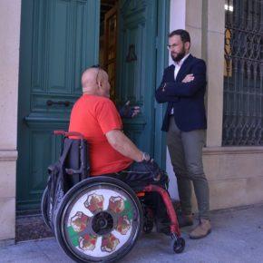 """Juan Antonio Sempere: """"No es de recibo que hoy mismo un vecino en silla de ruedas sea atendido por la oposición en la calle"""""""