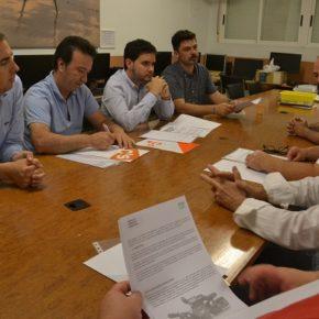 Caballero informa a la Asociación de Vecinos de Torrellano que las obras del escenario están en fase de licitación